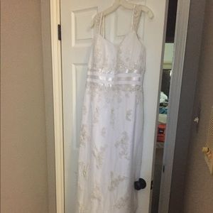 Size 14 David's Bridal white Wedding Dress
